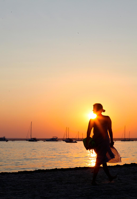 sunset female travel 3 days larkin clark
