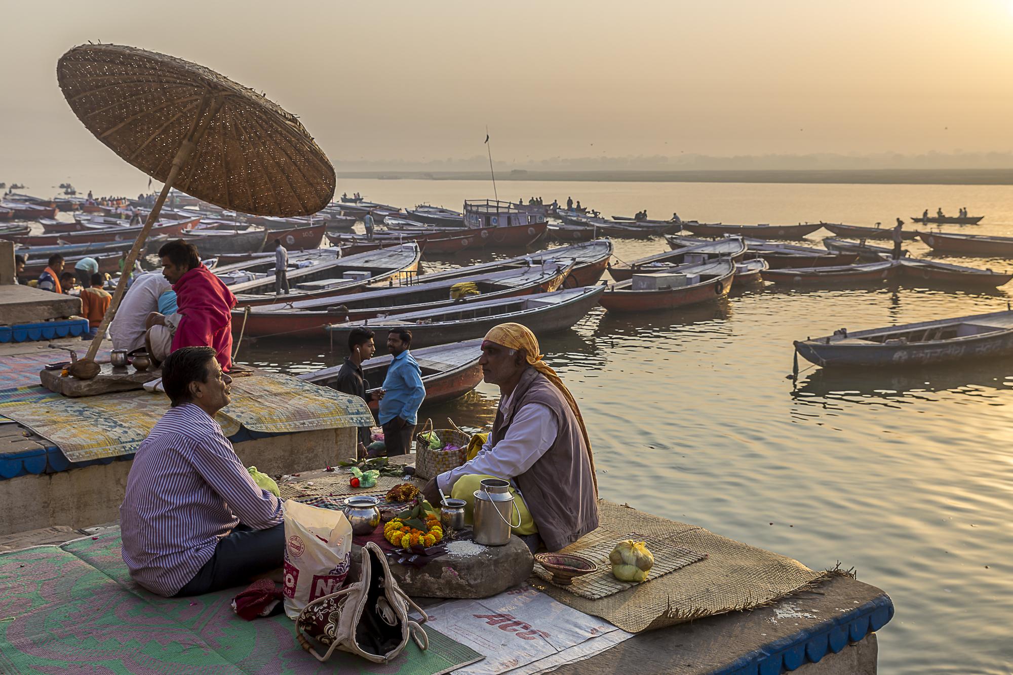 Varanasi, India - morning chat with a priest, 3 Days* - Barbara Huber