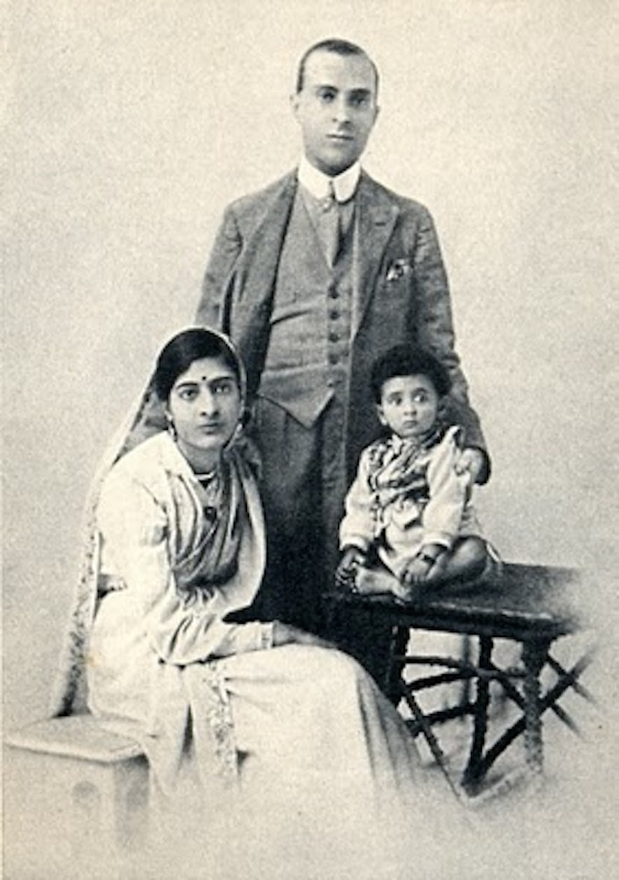 Jawaharlal Nehru and his family in 1918