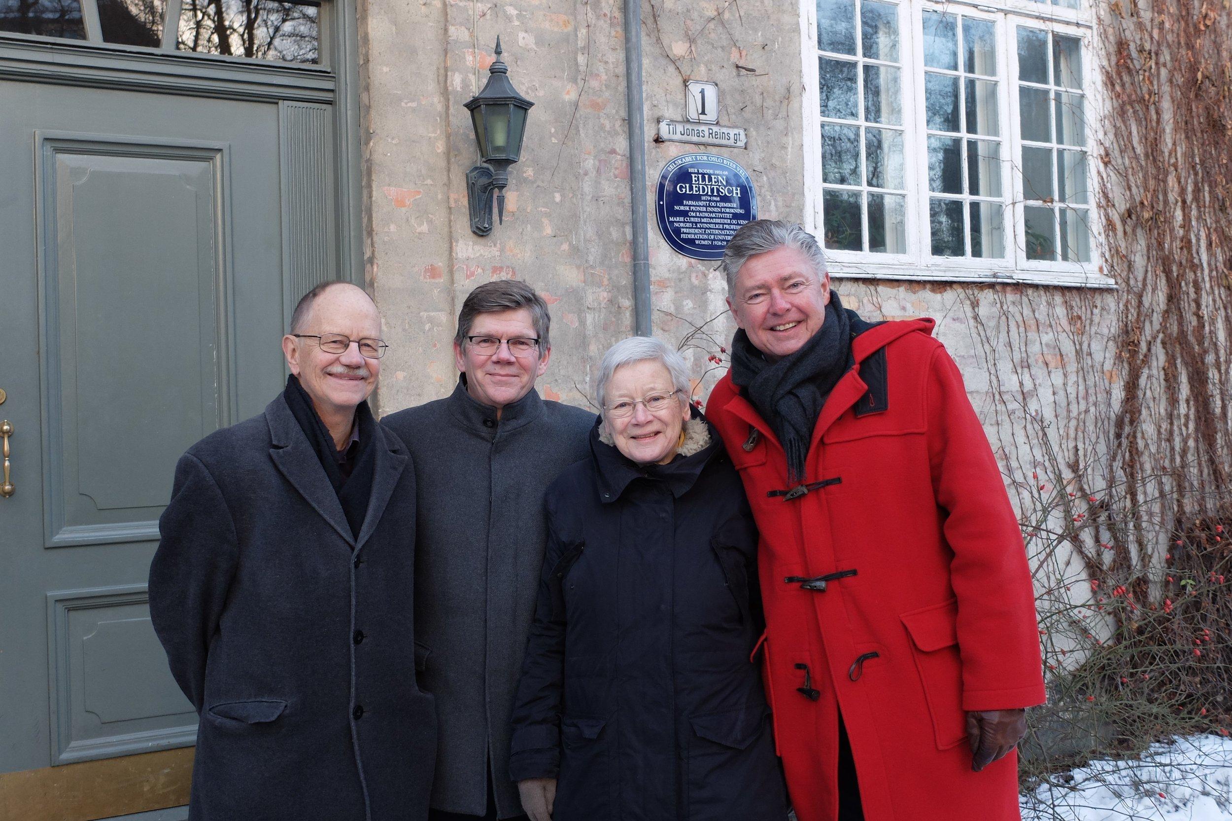 Fra venstre: Nils Petter Gleditsch, rektor ved Universitetet i Oslo Svein Stølen, Karin Bruzelius og generalsekretær Ole Rikard Høisæther i Oslo Byes Vel. Foto: Eivind Torgersen, forskning.no