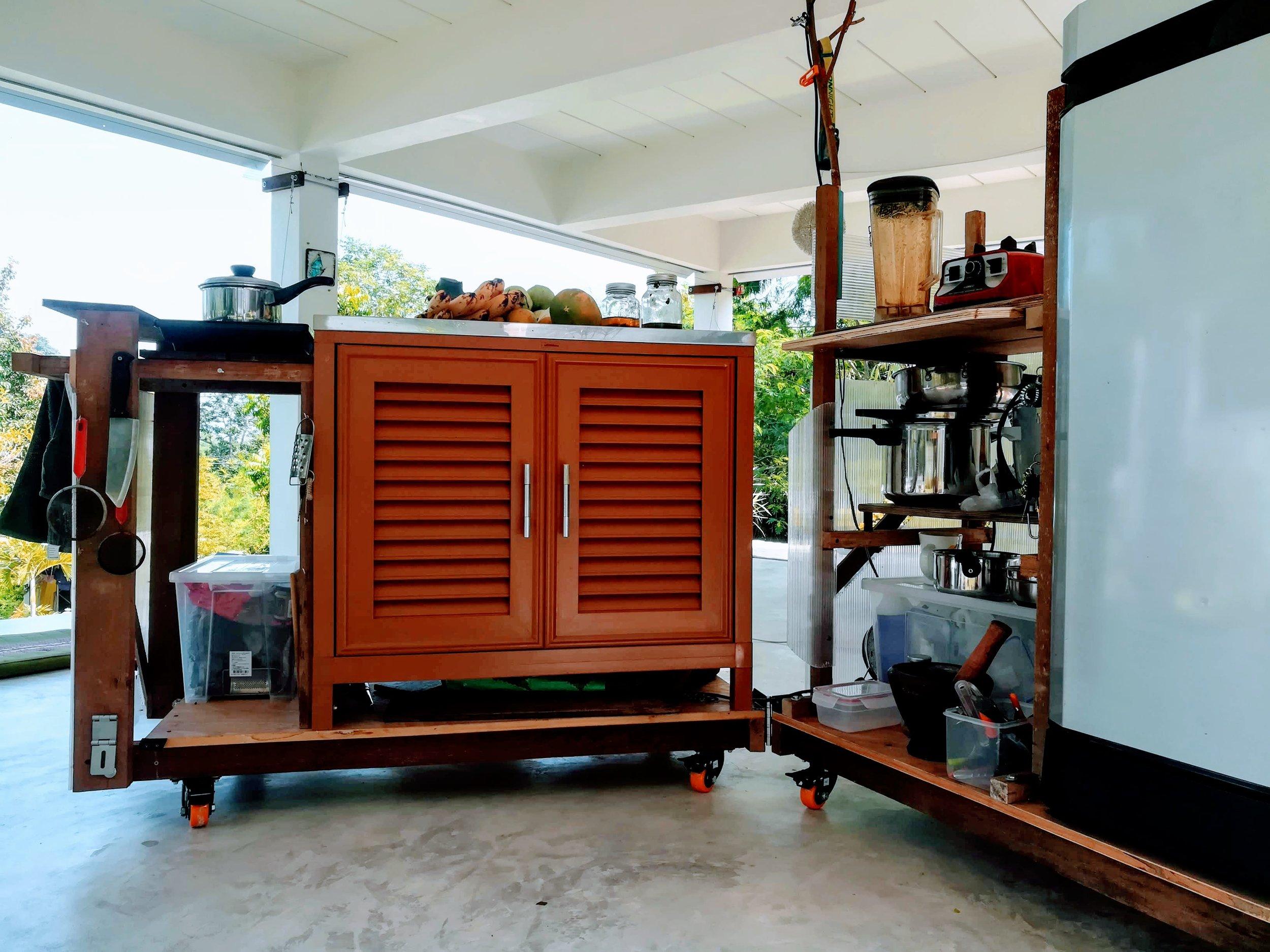 Innovative kitchen on wheels