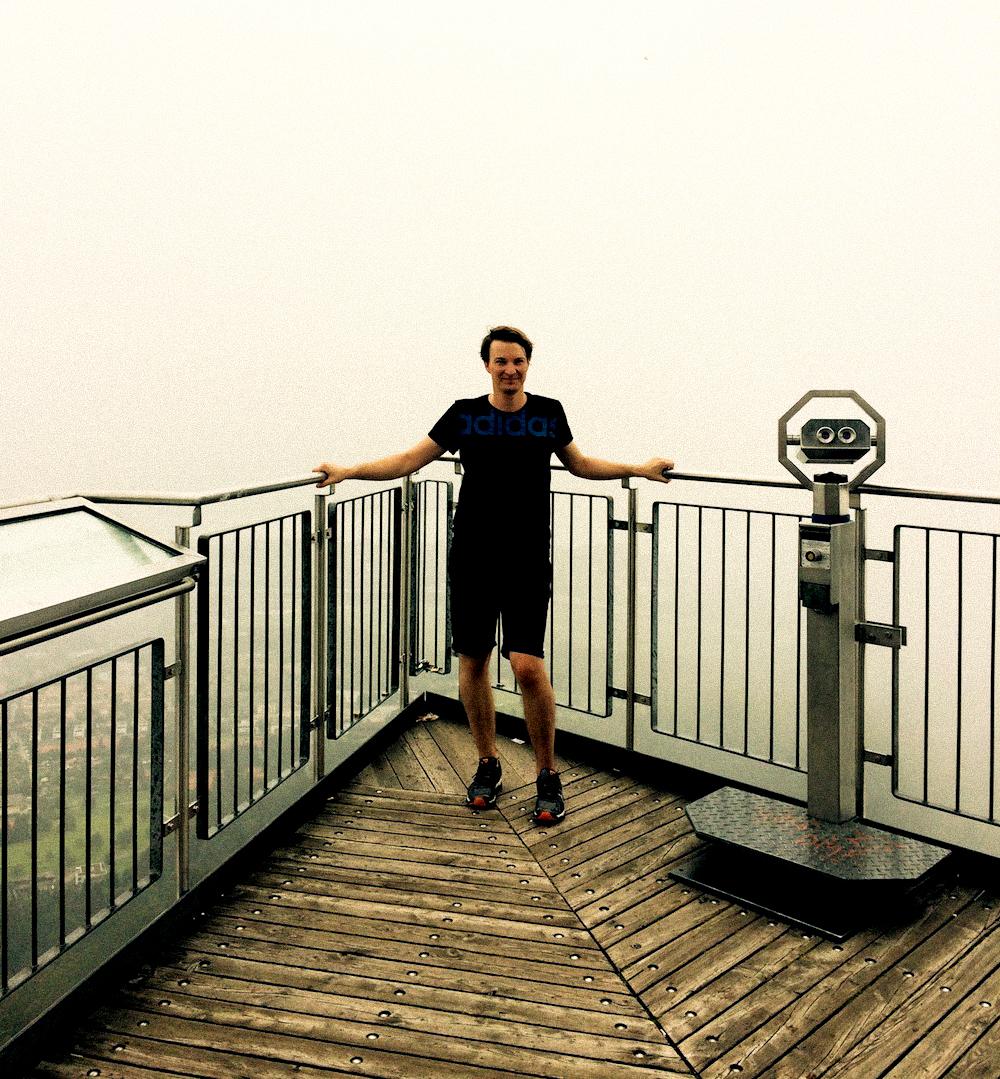 Max Frankl besieht seine Höhenangst