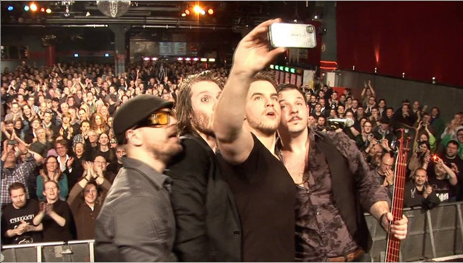 Louis taking an epic selfie in Cologne, Germany with his band JOLLY.