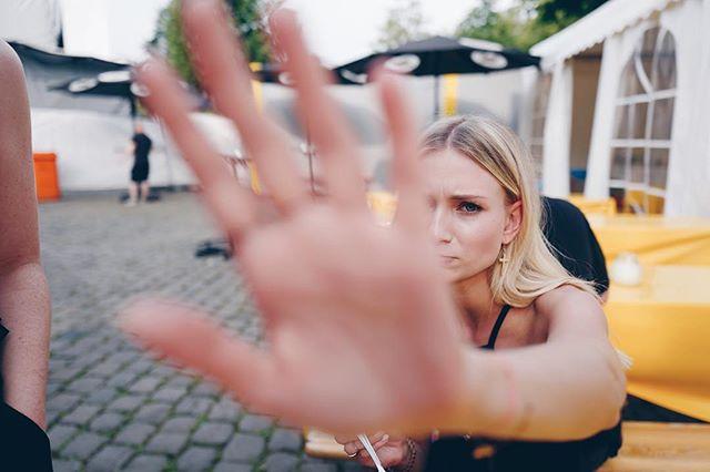 Immer diese Stalker! 😂 Münster, heute Abend wirds laut!!! Wir freuen uns auf euch. #muenster #gpstour17 #schnappschuss #backstage