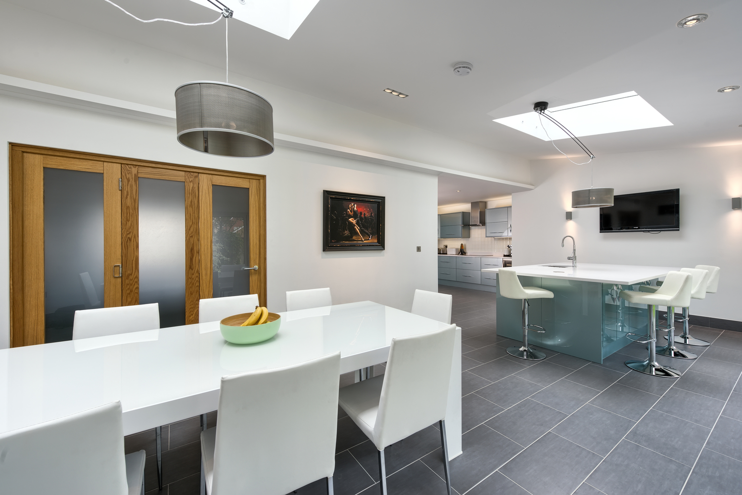 Open floor plan of a lighting house extension by Harvey Norman Architects Cambridge