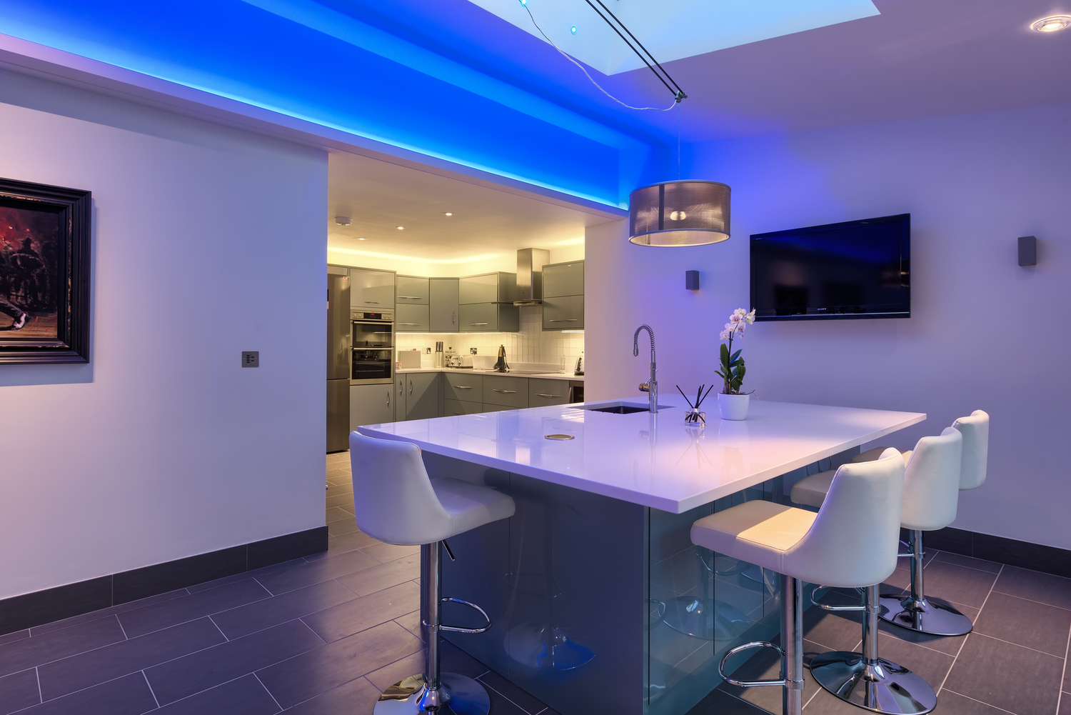 Lighting of a lighting house extension by Harvey Norman Architects Cambridge
