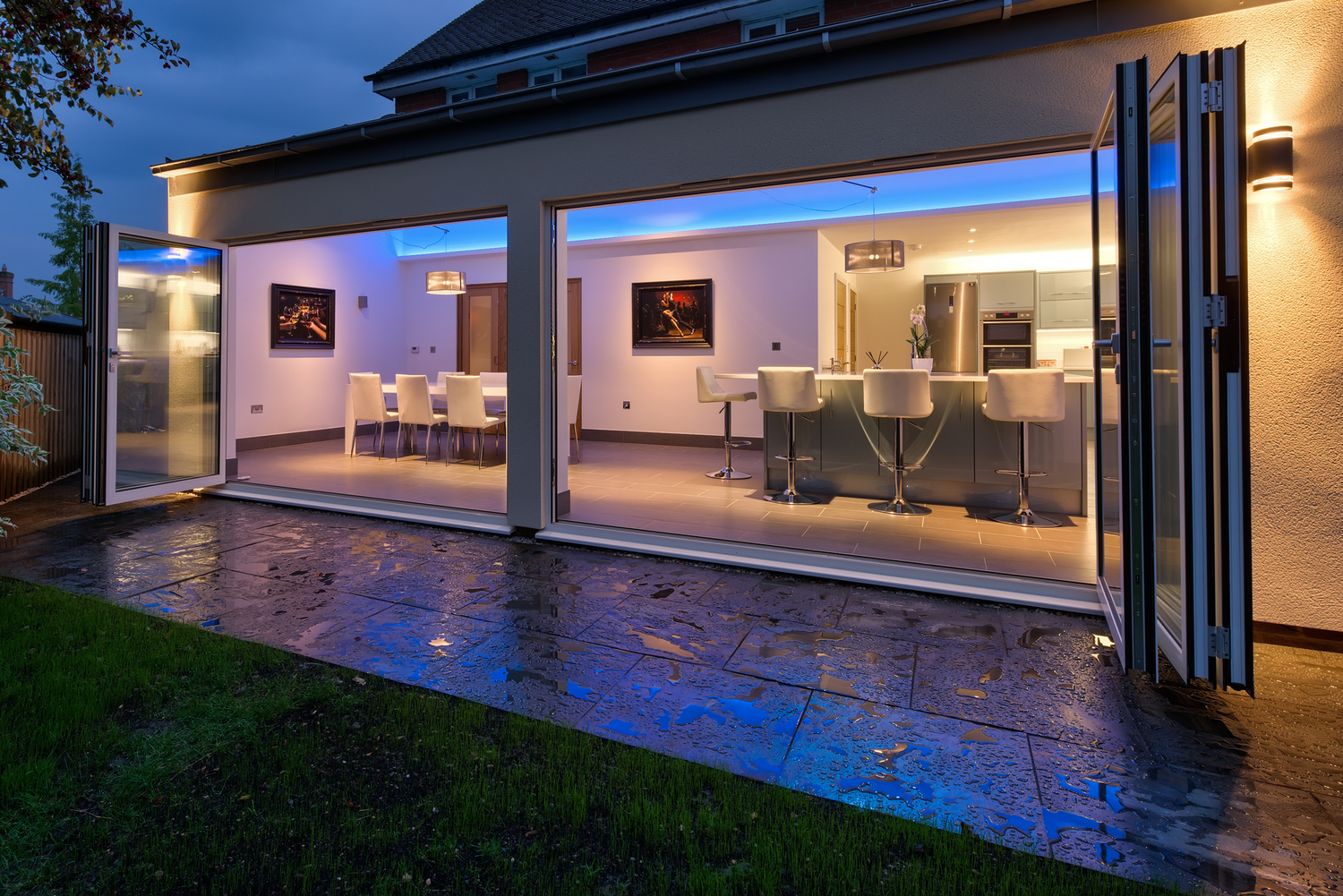 Sliding doors night lighting of a lighting house extension by Harvey Norman Architects Cambridge