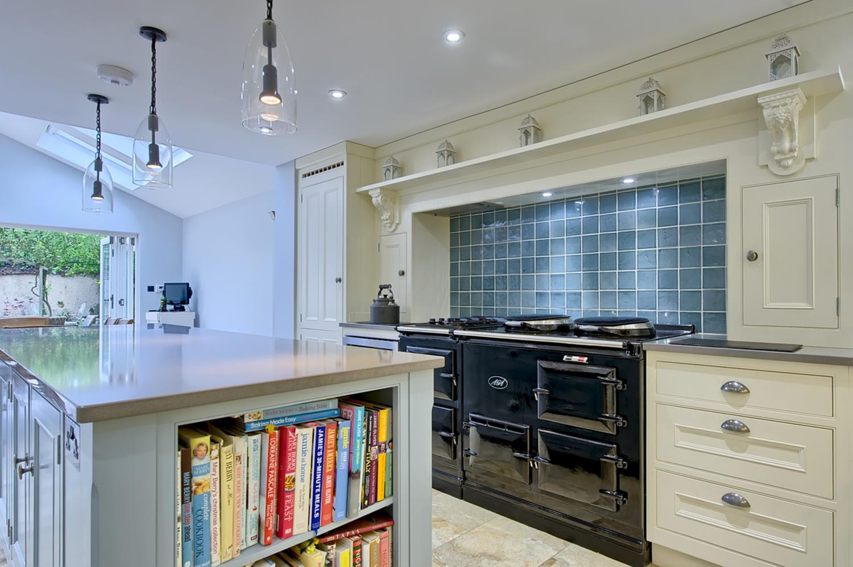 architects-cambridge-house-resign-kitchen-aga-cooking-books-harvey-norman-0983.jpg