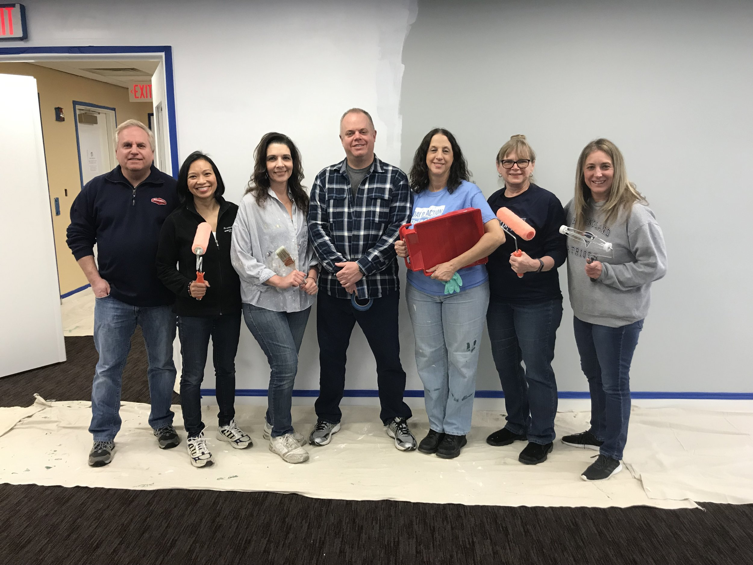 Employees from Boehringer Ingelheim painted the conference room with the building was completed.