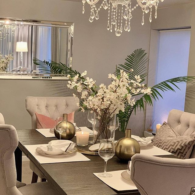 It's the details that make an inviting and stylish dining space, like this sophisticated but cozy look by @sjglamdecor