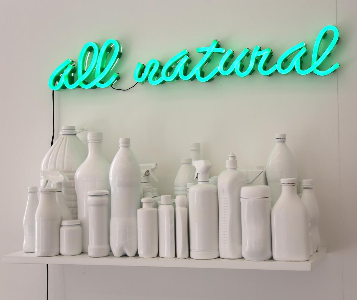 ALL NATURAL - lettering neon, prateleira lacada com embalagens - 90x14,5 cm, 90x28 cm - 2018 _.jpg