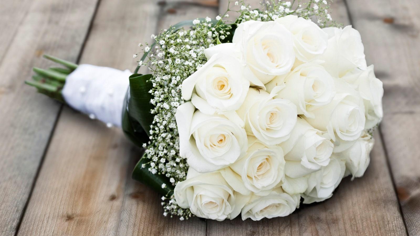 fpt-112704-Wedding-Flowers.jpg