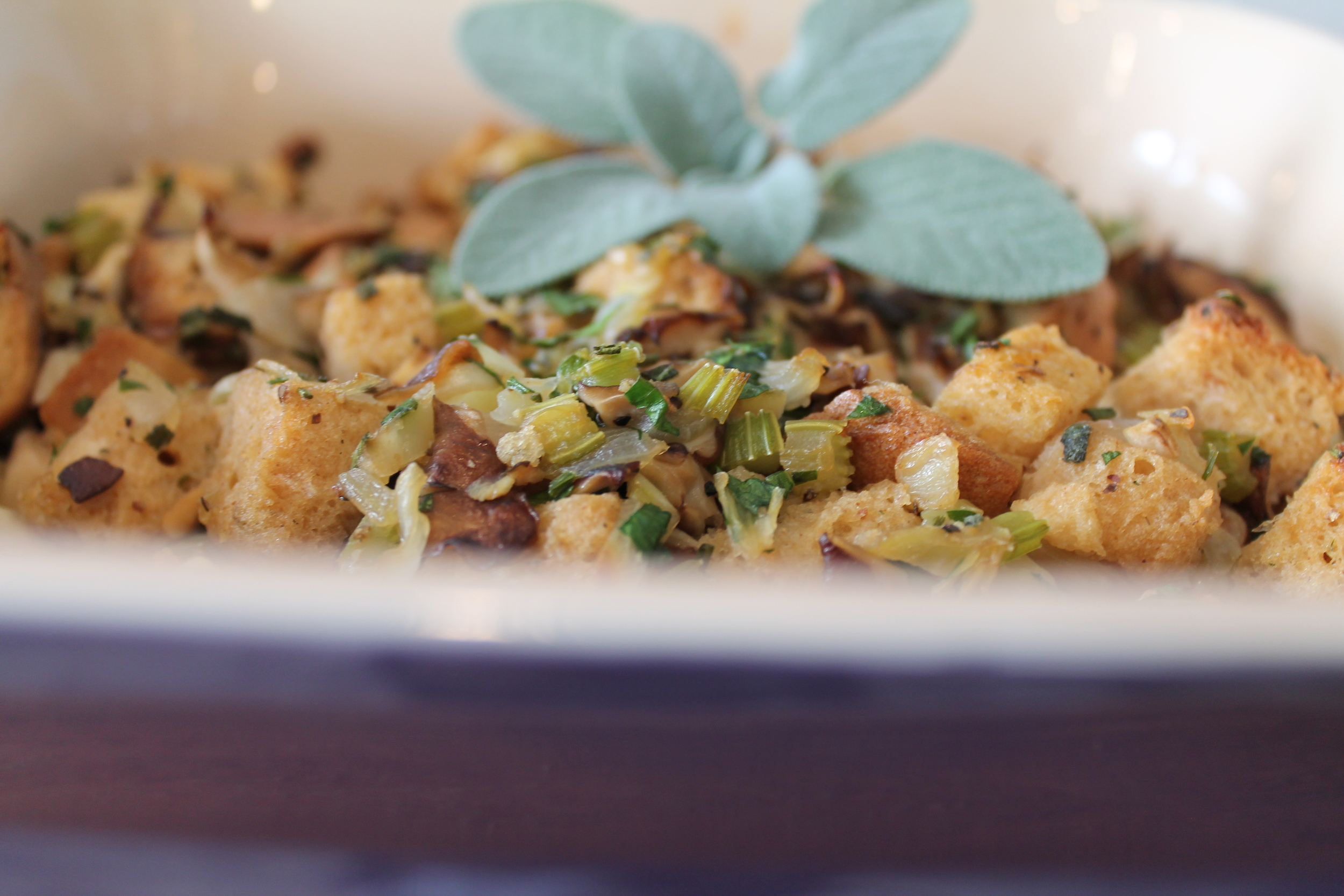Gluten-free and Vegan Rosemary Fennel Stuffing with Shiitake Mushrooms by www.fernsandpeonies.com
