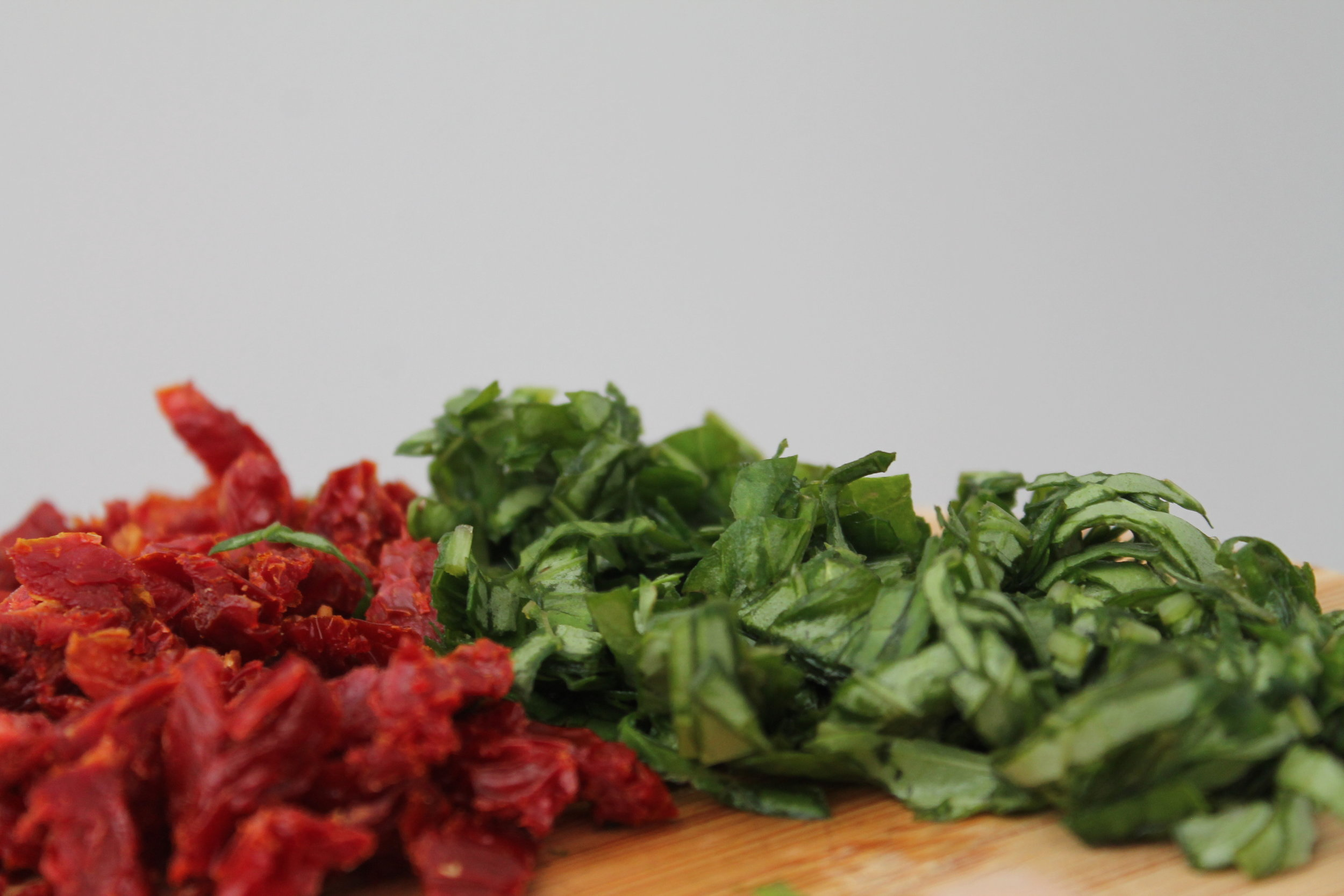 Taste the flavors of summer with this vegan, gluten-free, and raw Sun Dried Tomato and Basil Cashew Cheese. Find the recipe and more at www.fernsandpeonies.com