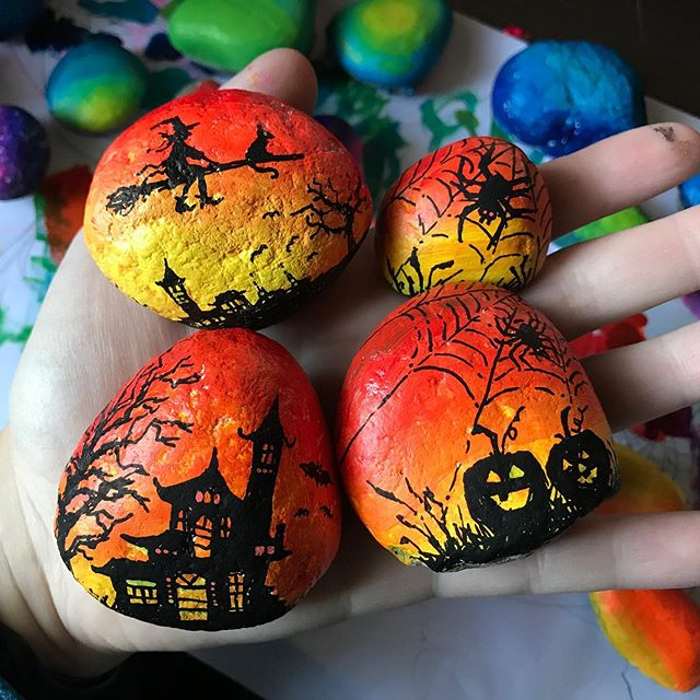 Halloween Rocks #paintedrocks #rockpainting #paintedstones #halloween #halloweenpainting #acrylicpainting #olechkadesign