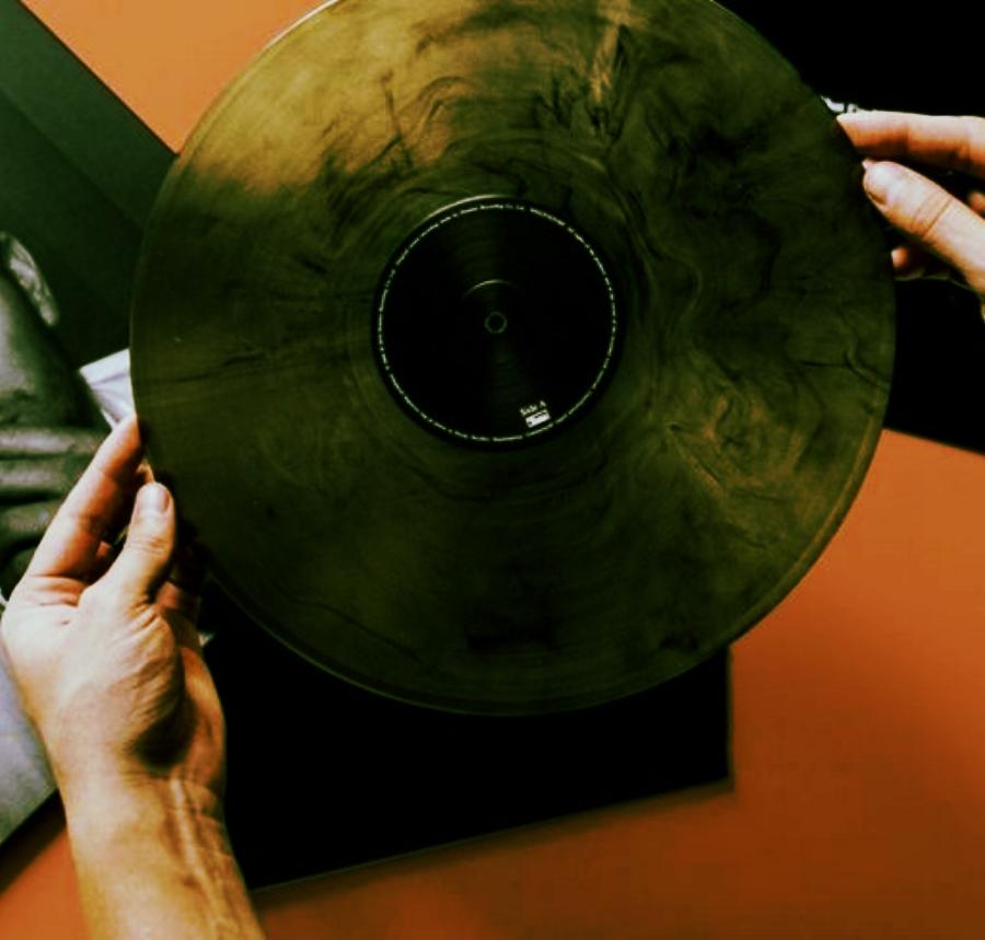 Arctic-Monkeys-debut-vinyl-reissue-768x488.jpg