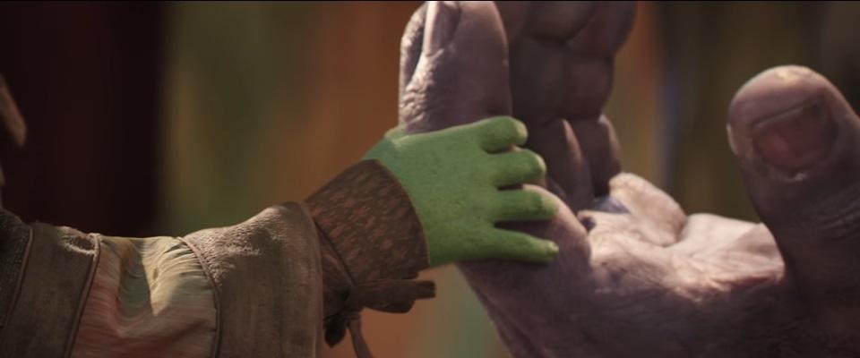 Thanos-Gamora-Hand-Trailer2.jpg