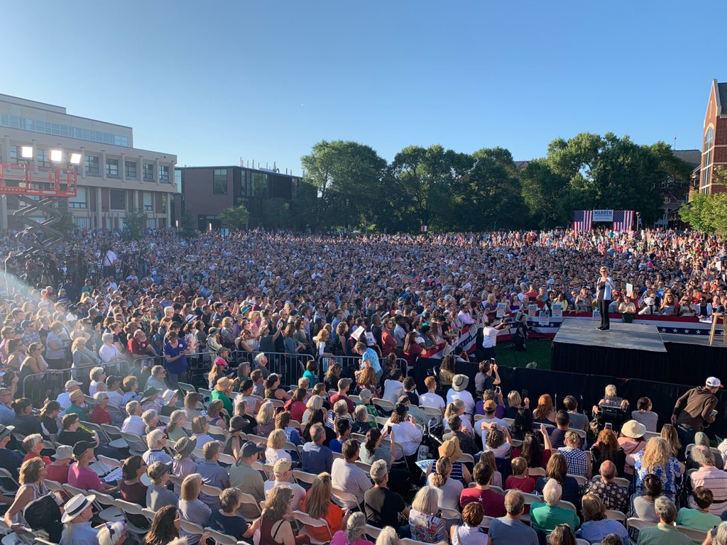 E Warren 12000 people 8 19 2019.jpg
