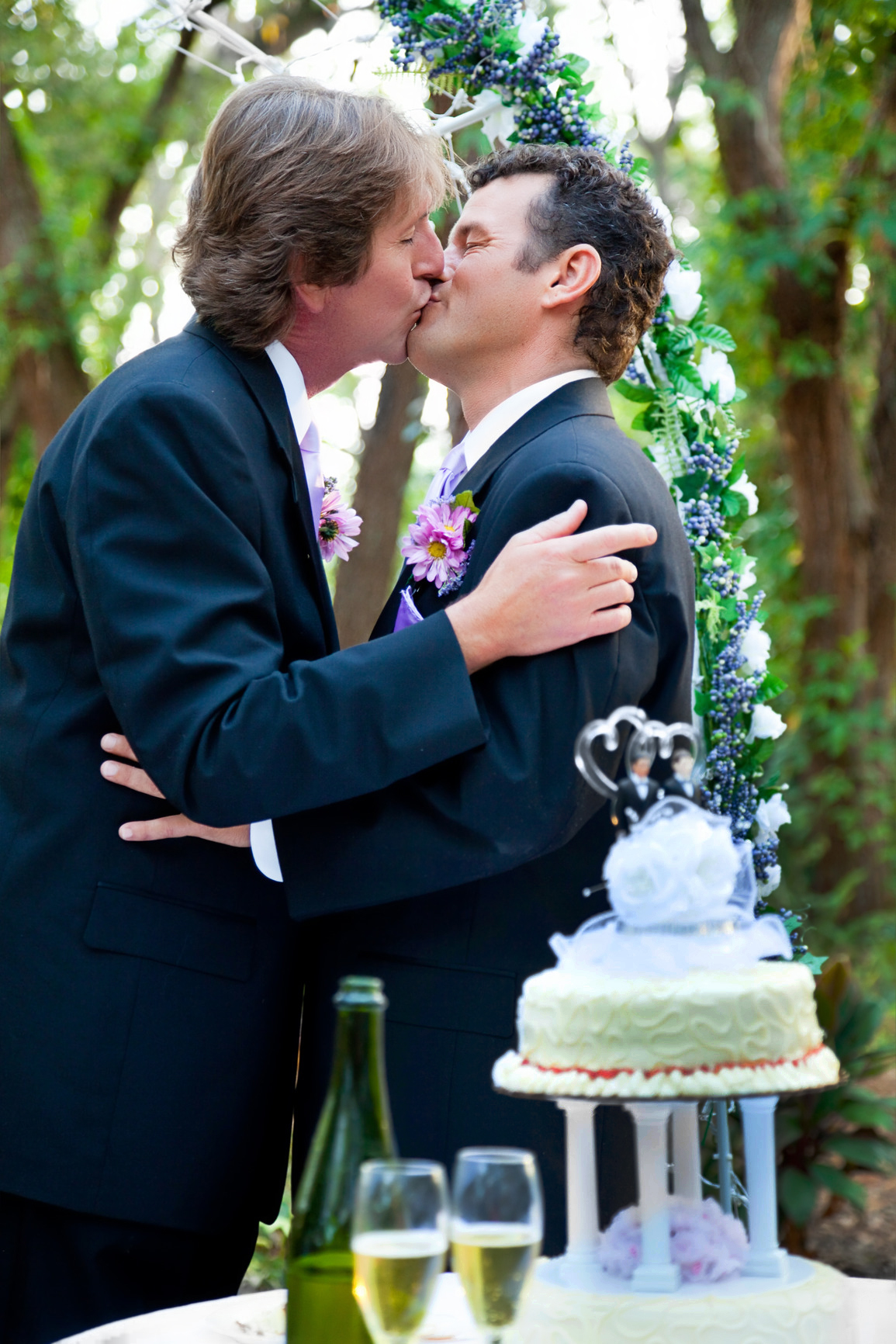 gay-weddings-photography-gay-wedding-romantic-kiss-m.jpg