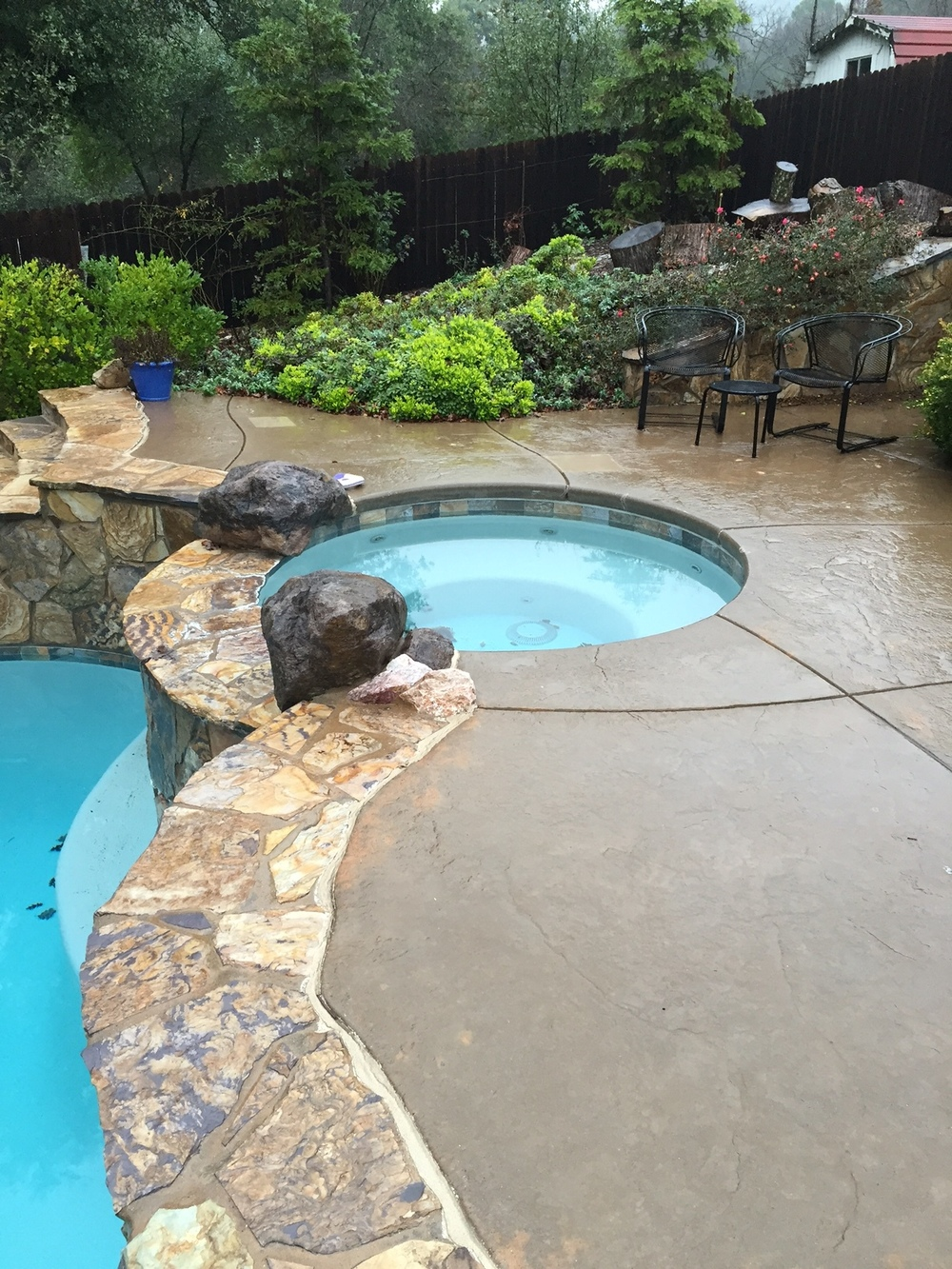 light-gray-fiberglass-pool.jpeg