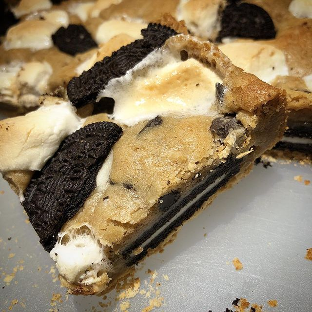 Craving something S'mOREO?! I'll be delivering a fresh batch to @commongroundsdavis TOMORROW morning! Happy Friday! :)