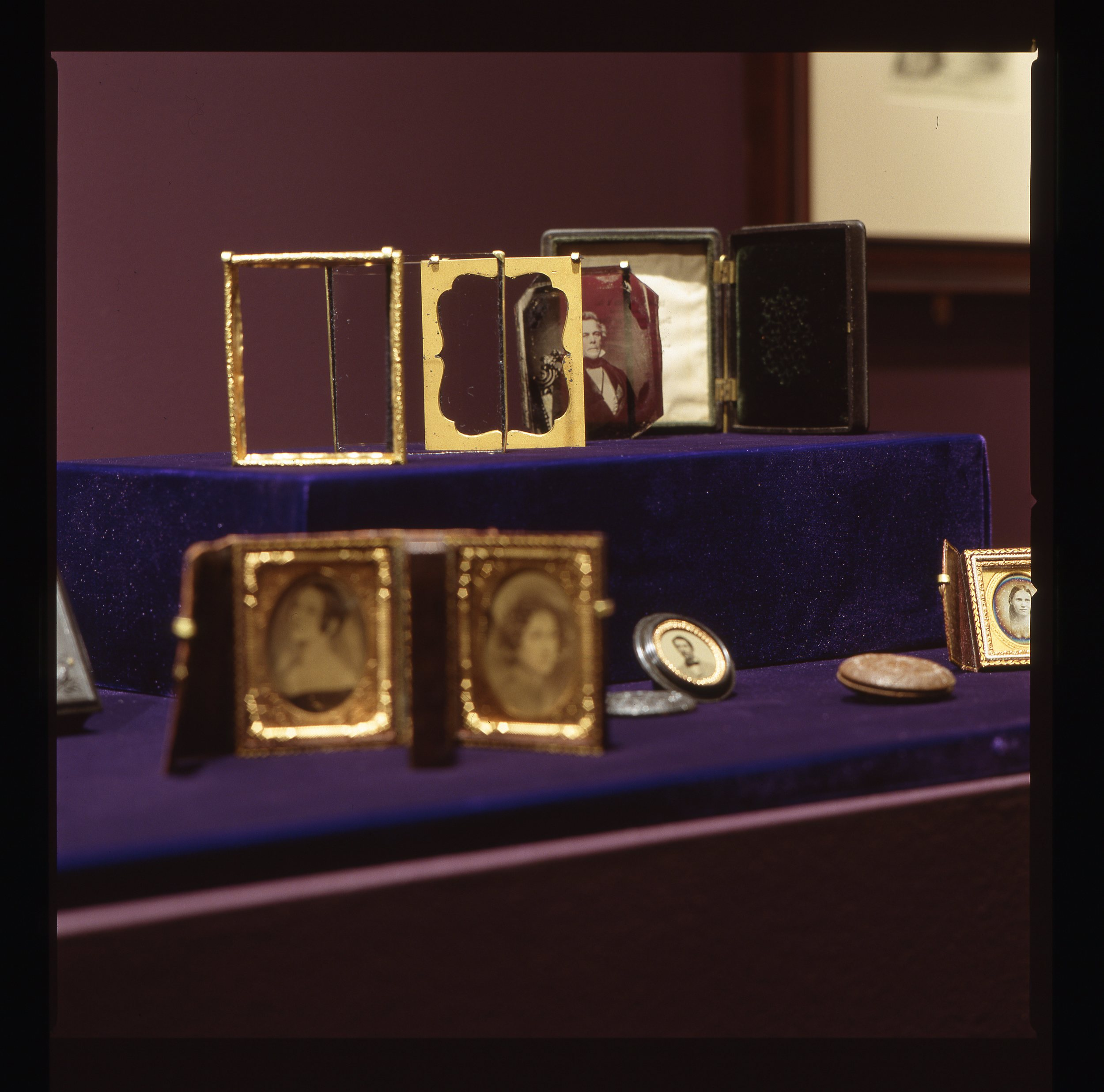 Exploded view of a daguerreotype