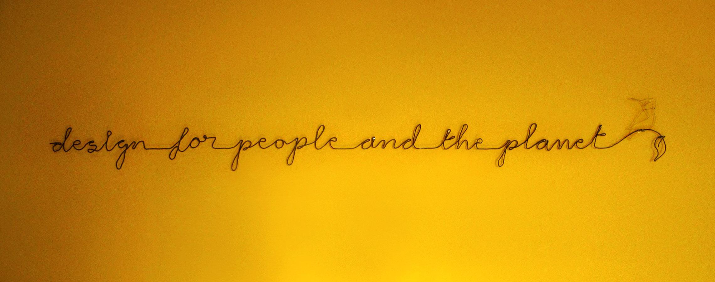 wire-wall-slogan.JPG