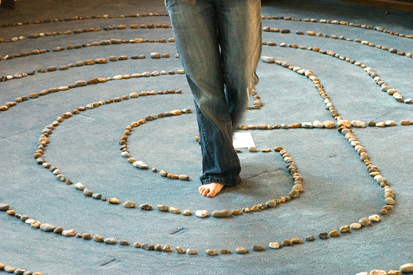 https://commons.wikimedia.org/wiki/File:Katie_Walking_Labyrinth_2.jpg