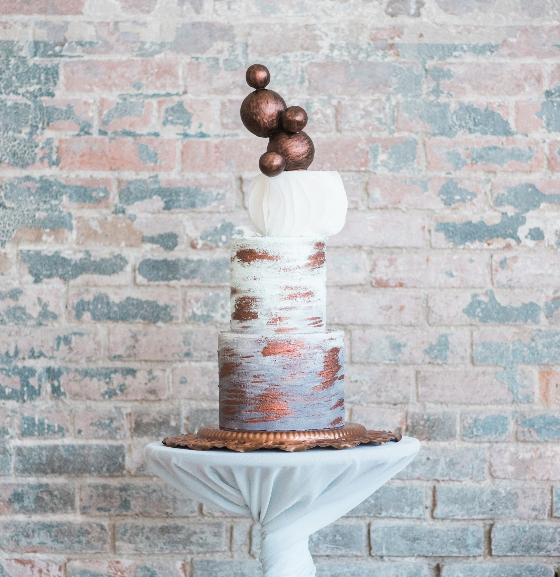 industrial_chic_wedding_cake_mass_moca_a-to-z_cakes_hybl_fannin_design_1_1800sq.jpg