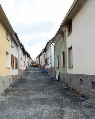 Ein Blick in die Hans-Böckler-Straße offenbart auch hier die äußerst engen Platzverhältnisse unter denen die Baumaßnahme stattfinden muss.