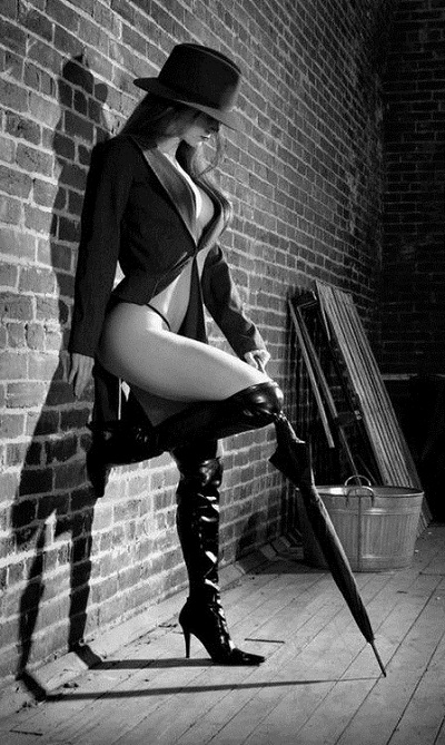 I love the idea of wearing thigh-high boots, a blazer and a hat to create this mysterious and vintage glam boudoir look. This outfit is ridiculously sexy without being too revealing.