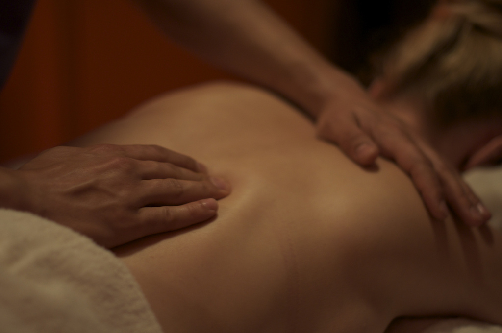 Relaxing Back massage on Pause // Play // Escapes