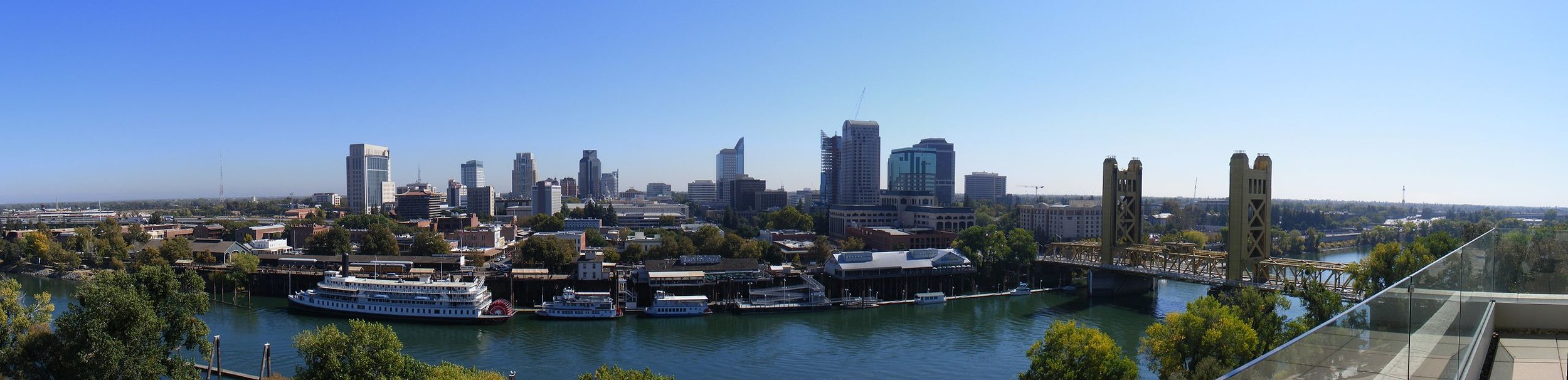 View of the Sacramento waterfront and downtown skyline. Photographer: SJ.smith - https://commons.wikimedia.org/w/index.php?curid=5007658