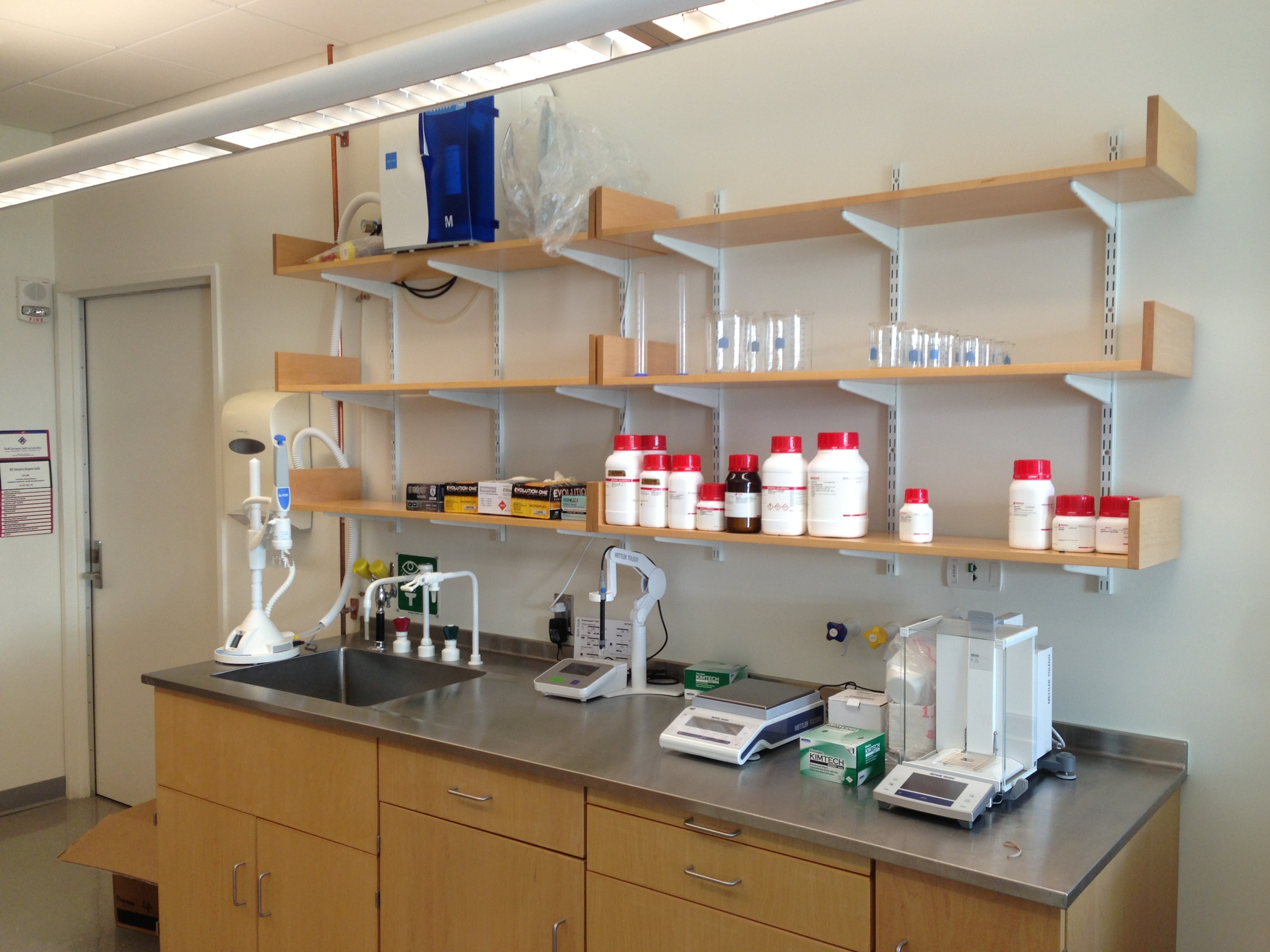 It's extremely gratifying to see at least some of the space start to look like a proper laboratory now.