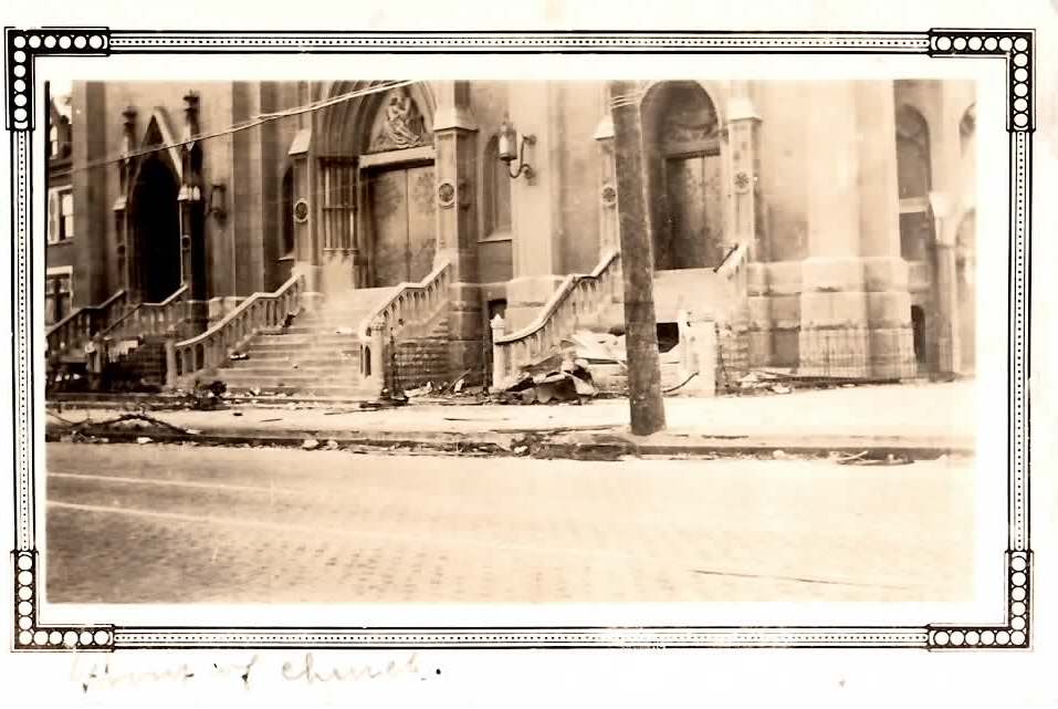 1927    A powerful tornado ripped through the heart of St. Louis, damaging large parts of the city, including Holy Trinity Church
