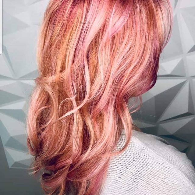 When you just need a change 🔥🔥🔥try pink champagne!!! #pinkchampagne #pinkhair #Schwarzkopf #haircolorideas #behindthechair #americansalon #modernsalon #teenvogue #champagne