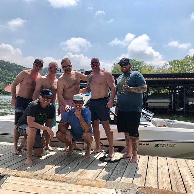 Turned out to be a great day on the lake with some of our neighbors to the North. These boys sure know how to do a vacay @wakesurfinglife @magnolia  #wakesurfing #austintexas #canada #vacay