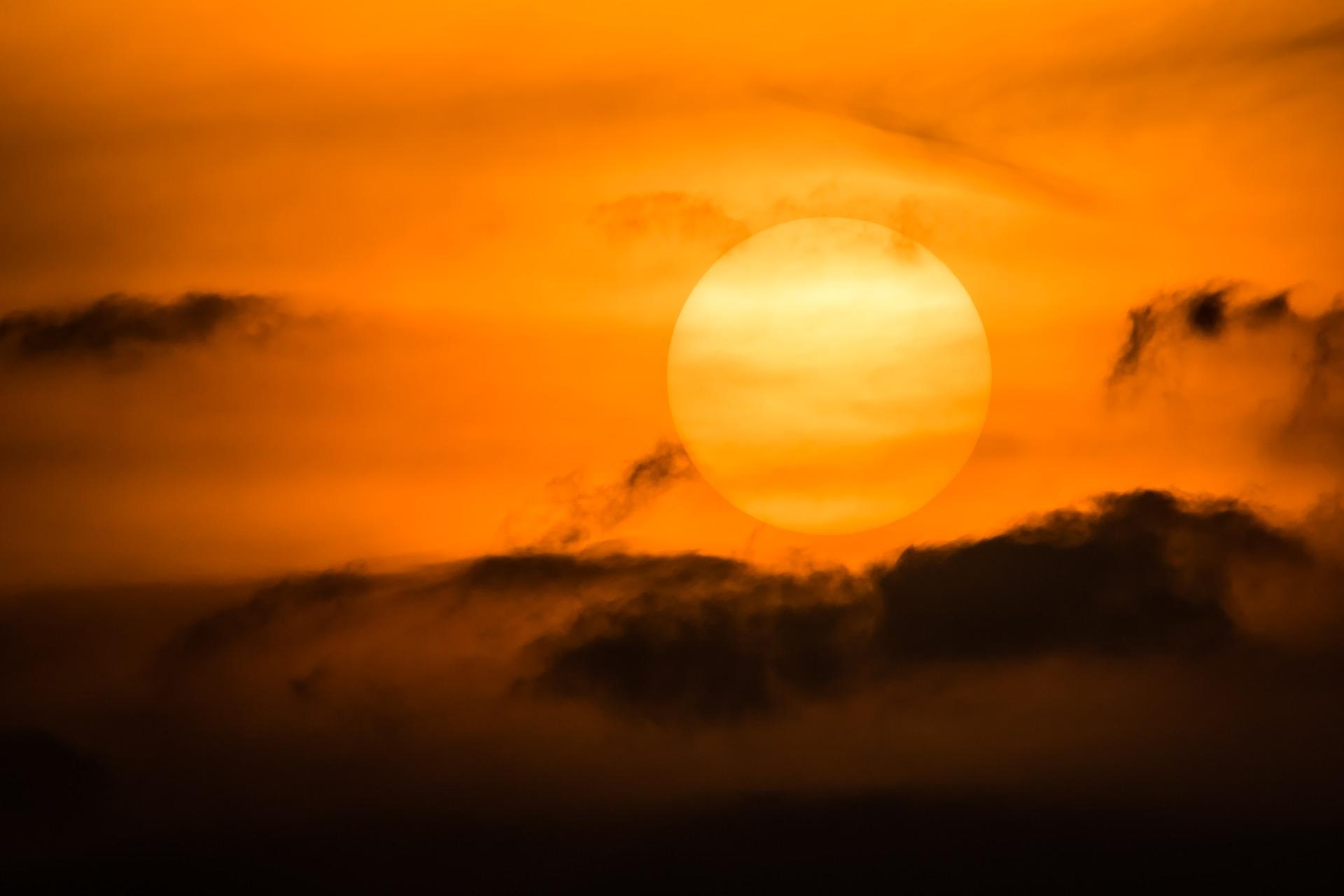sun-3305422_1920.jpg