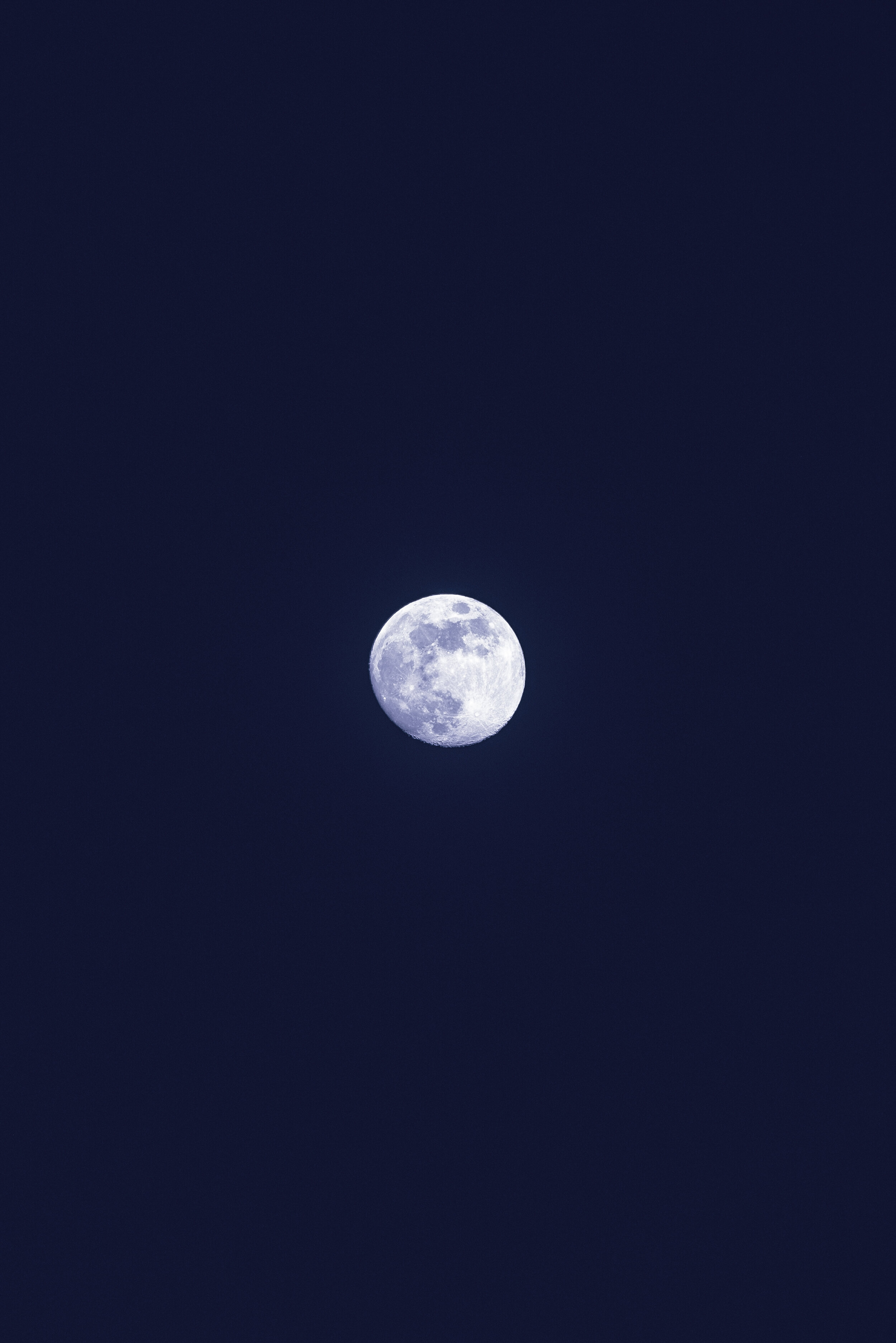 How to cleanse crystals under a full moon