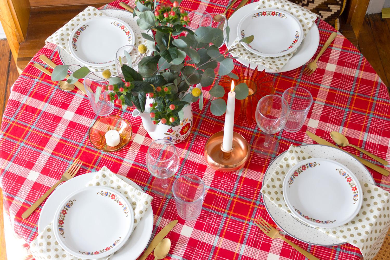 Plaid Thanksgiving Table Setting