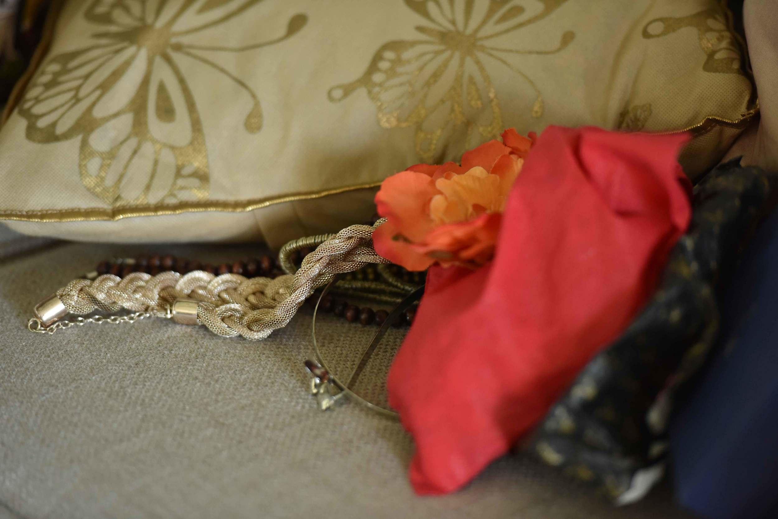 Store away your expensive jewelry! Image©gunjanvirk