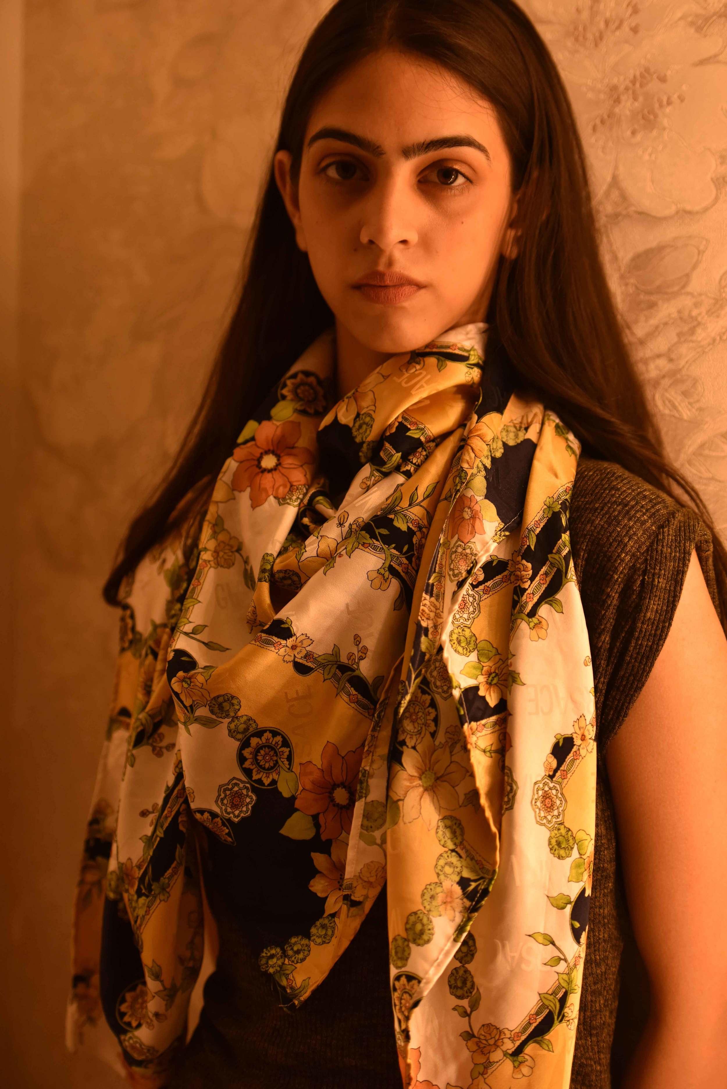 How to tie a scarf, Versace scarf, model: Mannat Dhaliwal, image©gunjanvirk.