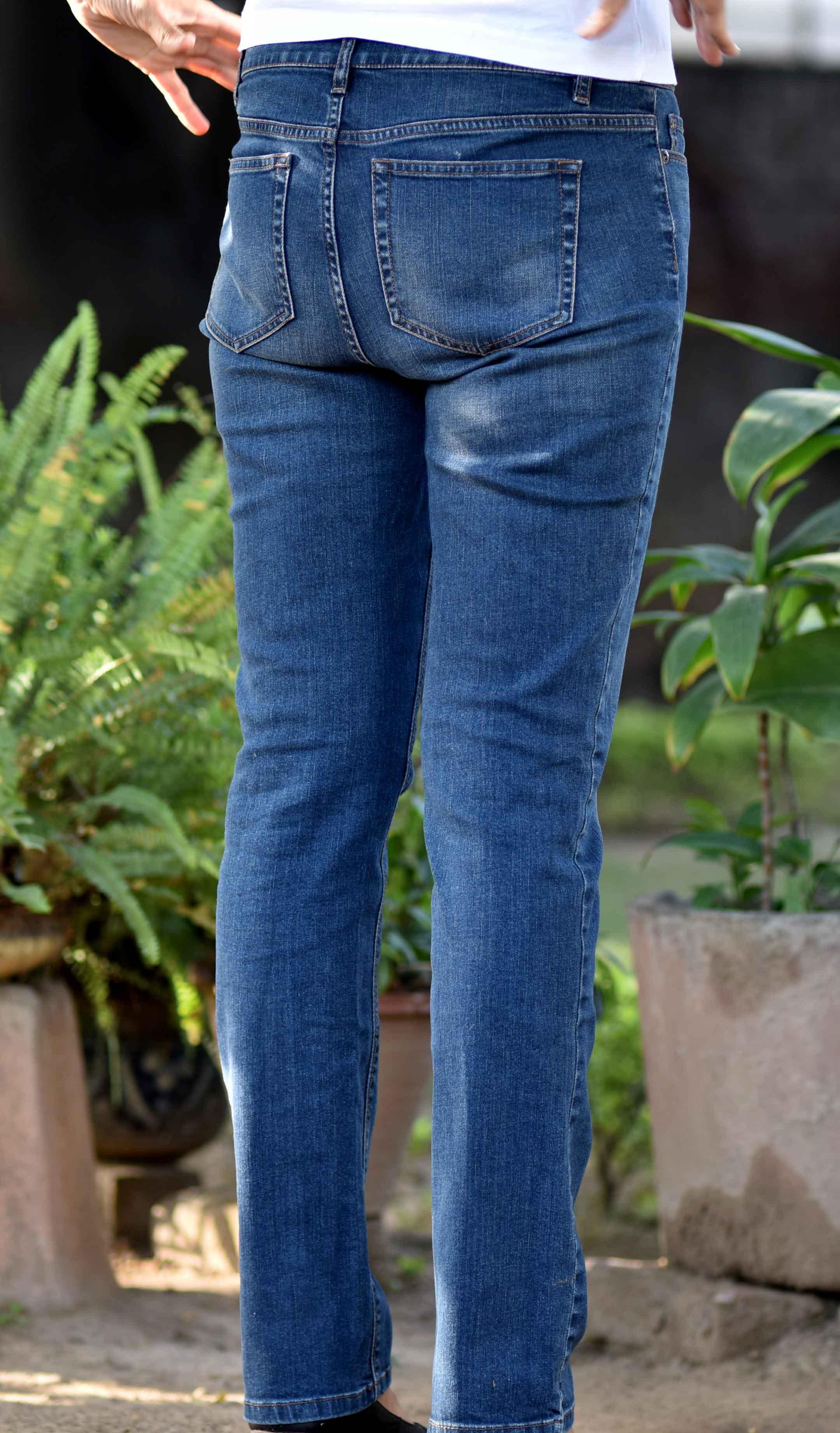 The JJill Authentic Fit Slim Leg Jeans with 1% spandex. Image©gunjanvirk