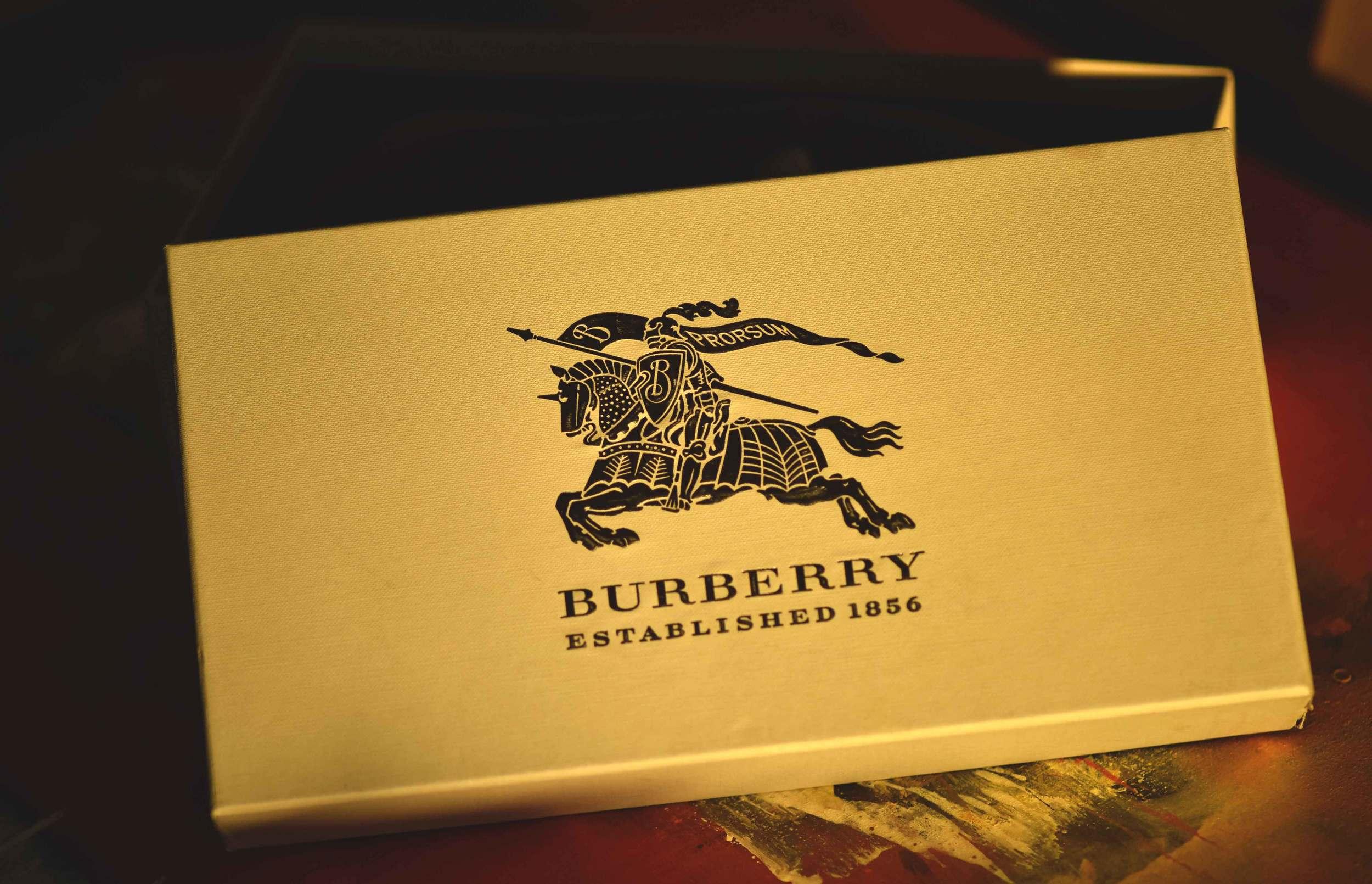 Burberry espadrilles shoe box, i love Burberry! Image©sourcingstyle.com