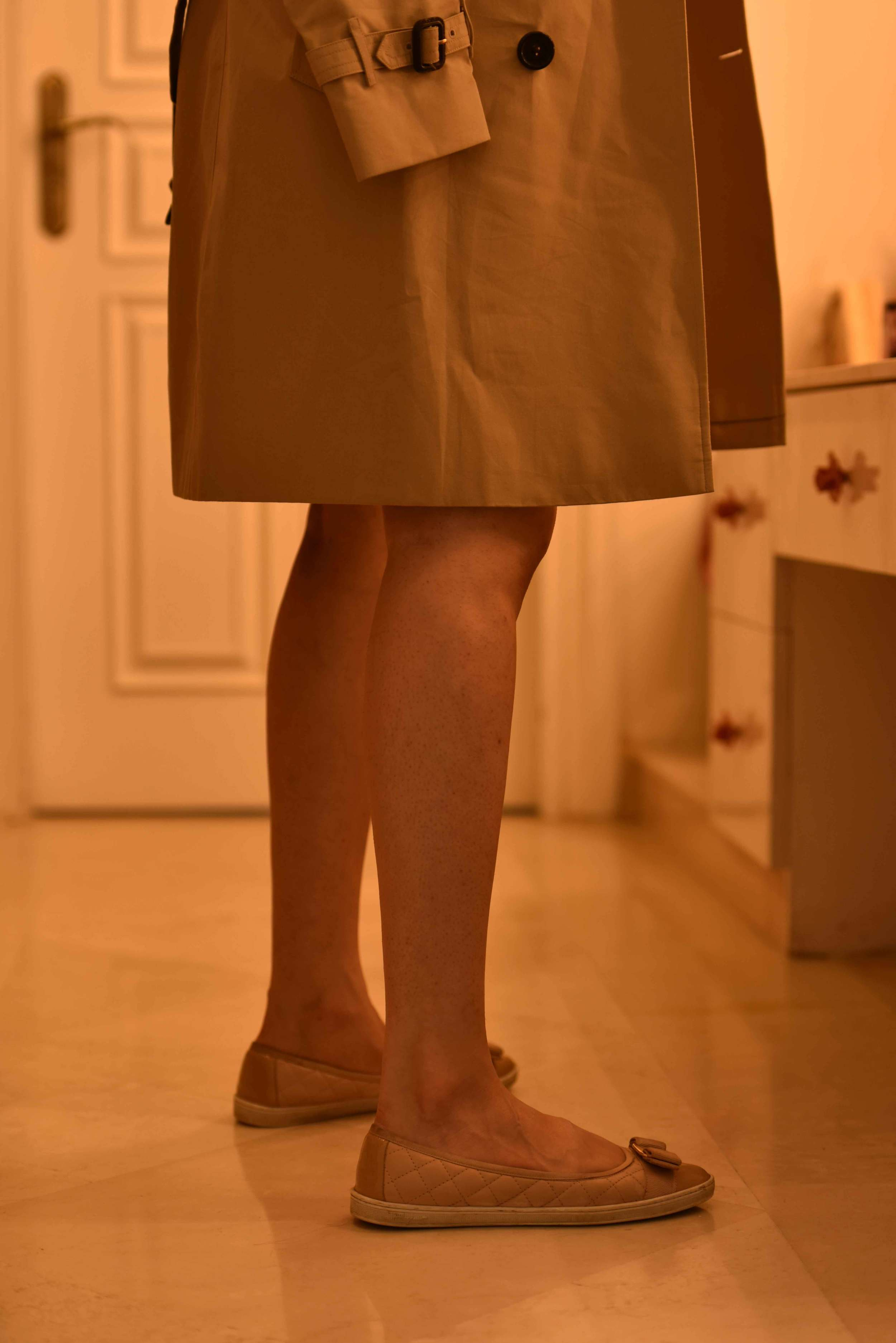 A classic Burberry trench coat, Ferragamo nude ballet flats. Image©sourcingstyle.com