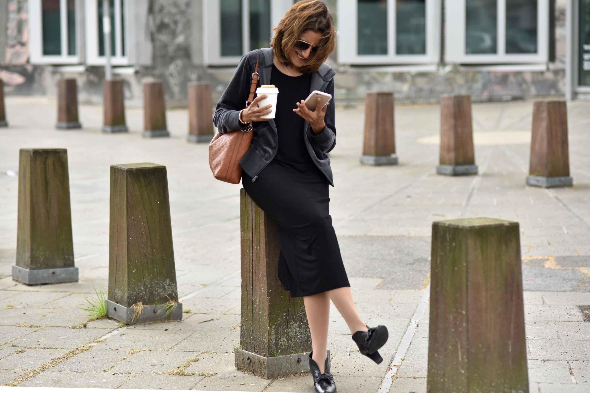 Wearing Eileen Fisher black tank dress in viscose jersey, little black dress, Gucci handbag, Eddie Bauer velour jacket, Düsseldorf city, Germany. Image©sourcingstyle.com, Photo: Nicola Nolting.