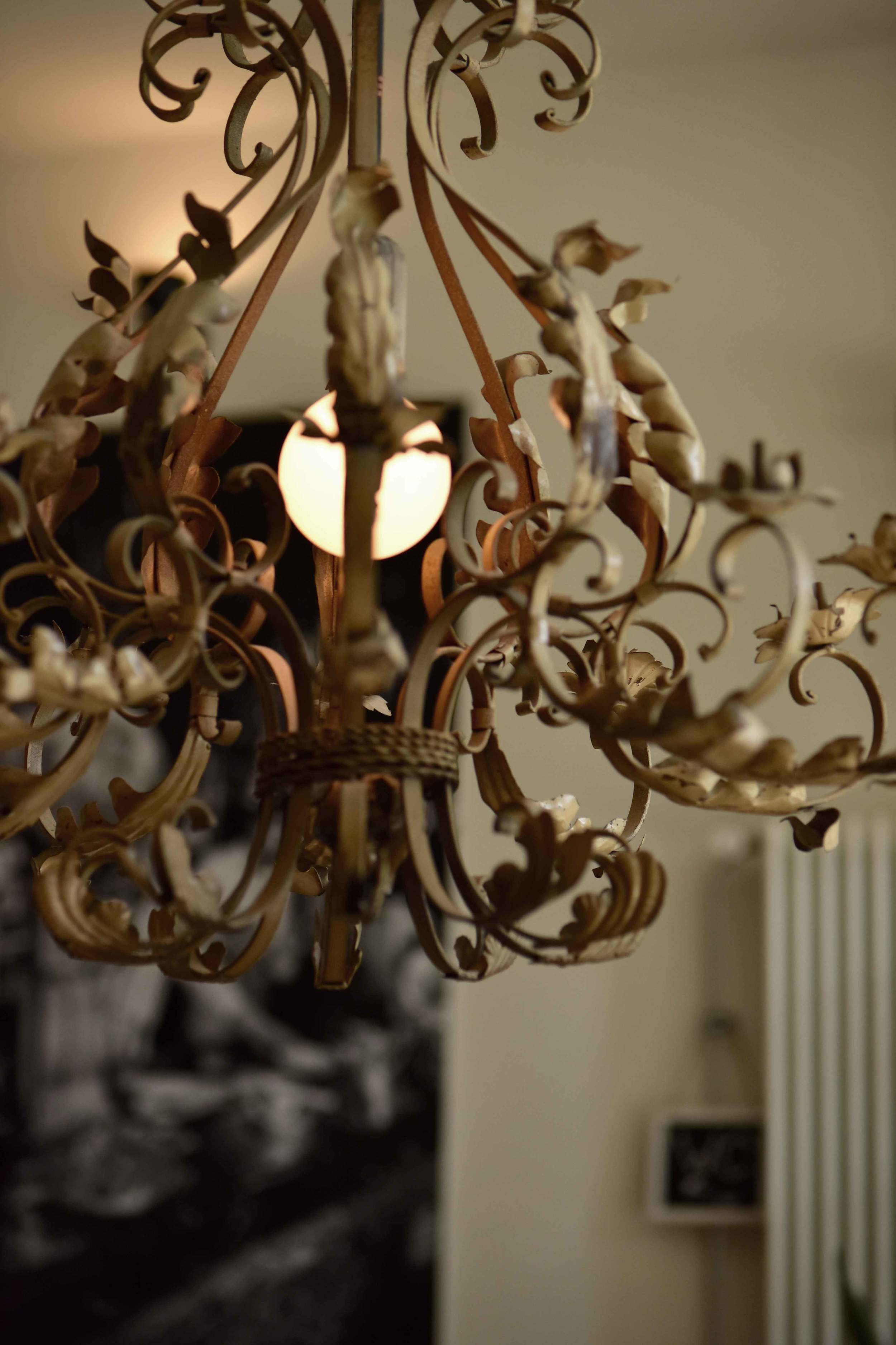 Lunch mood, chandelier light at a restaurant where we stopped for lunch, Ratingen, Germany. Image©sourcingstyle.com, Photo: Nicola Nolting