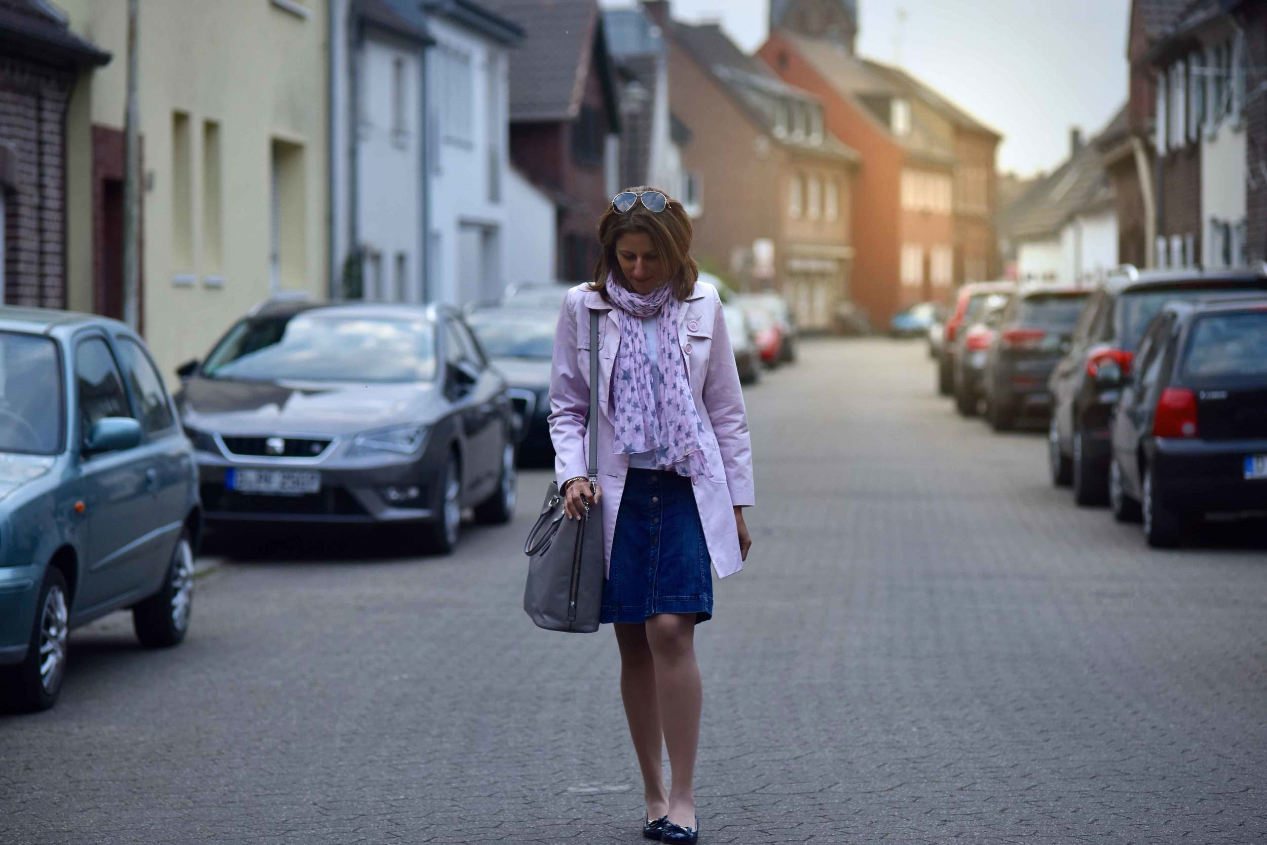 Walking back home, village near Düsseldorf, Germany, pink trench, Ralph Lauren white tee, star scarf, Prada tote, Gucci sunglasses. Photo: Nicola Nolting, Image©sourcingstyle.com