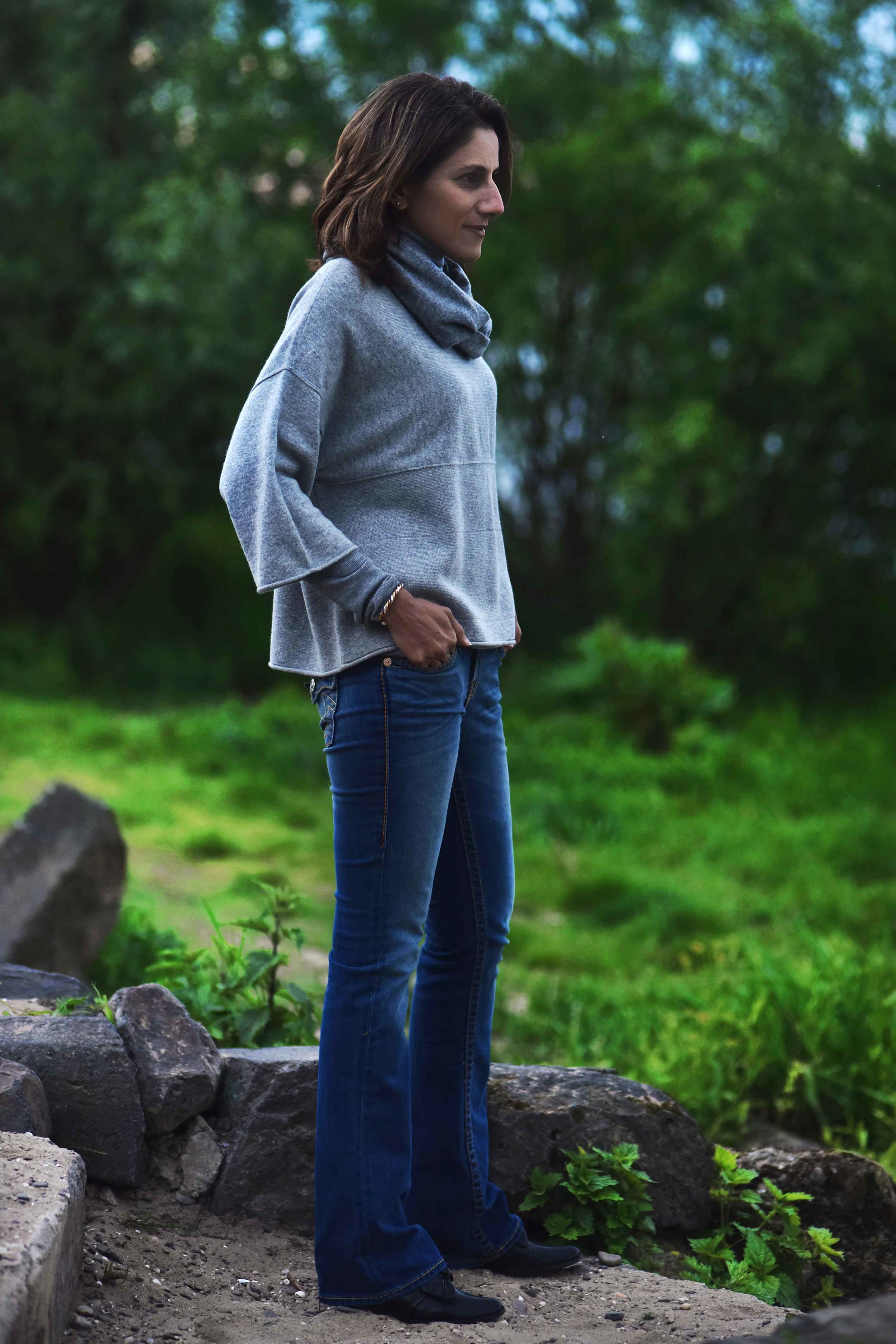 JJill cashmere kimono sweater, JJill cashmere infinity scarf, True Religion blue jeans, Ralph Lauren cotton polo sweater for layering. Image©sourcingstyle.com, photo: Nicola Nolting