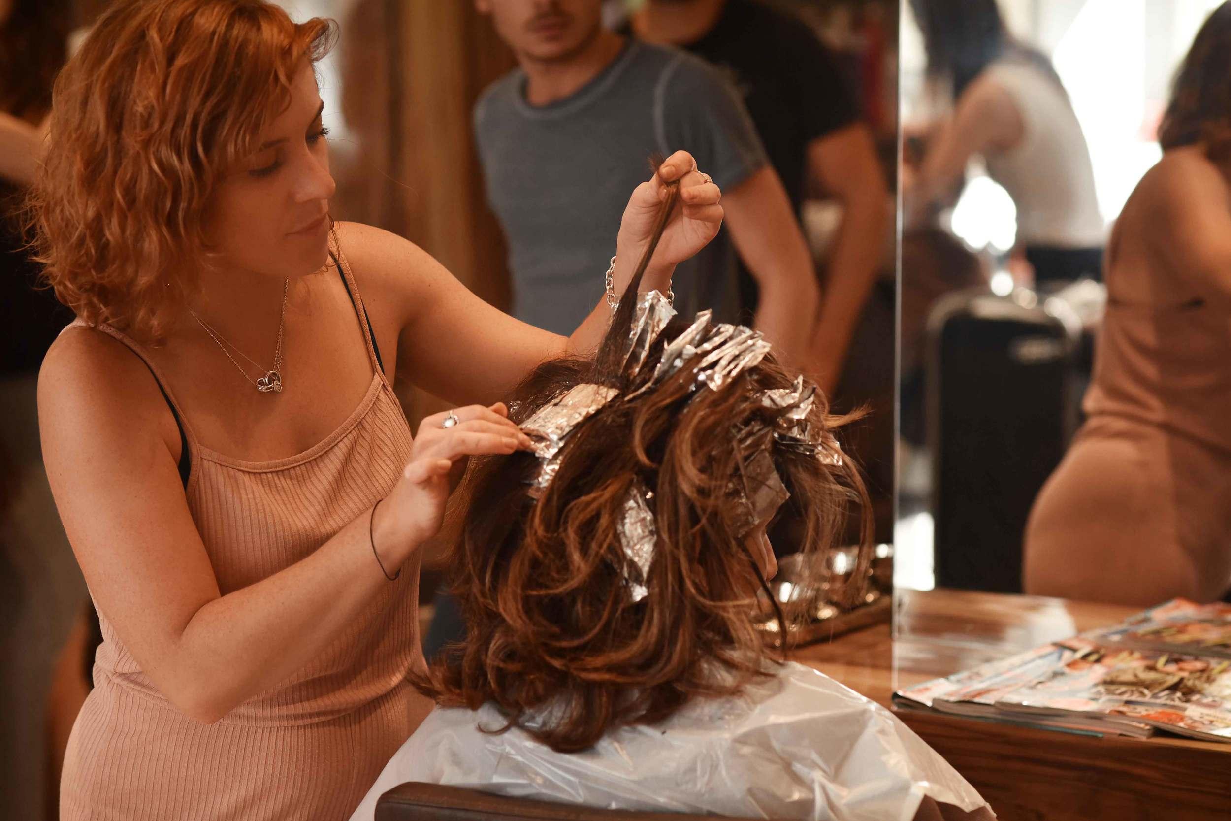 Kara Thomas, a top London hair-stylist, hair-care expert, highlighting my hair. Image©sourcingstyle.com